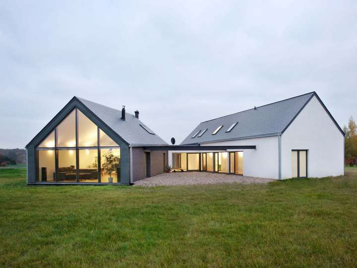 Unique triangle shaped metal home 9 pictures 2 floor for Unique farmhouse plans