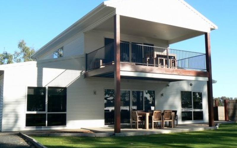 Lovely country steel kit villa w verandah balcony hq for How to build a metal building home