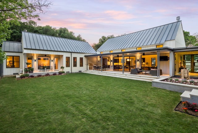 Glorious modern farmhouse in dallas texas 12 hq pictures for Metal building farmhouse plans