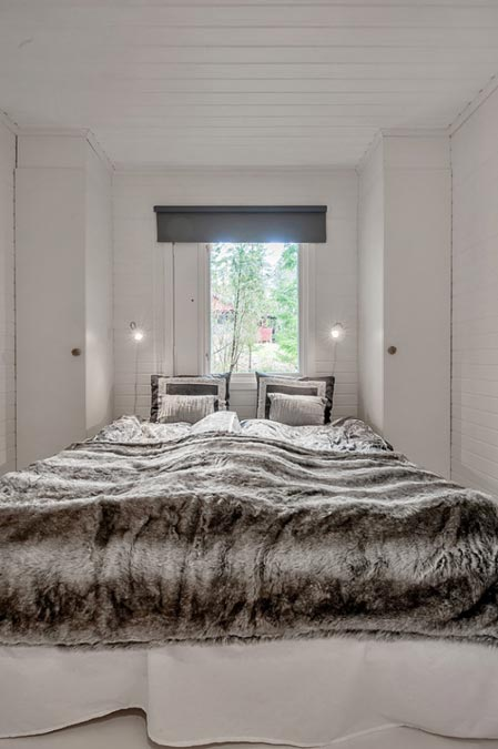 In spite of the white hues all round, each room has its distinct character, such as the bedroom seen here