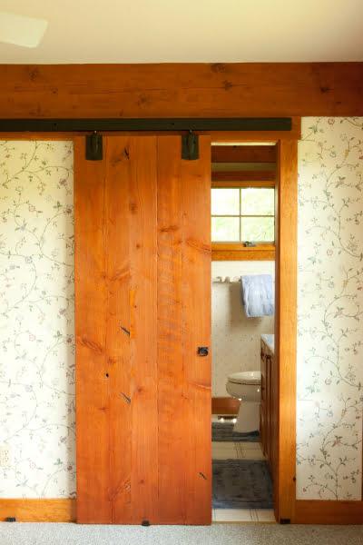 A cozy bathroom