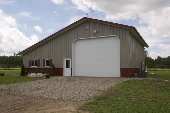 Fantastic metal building home w detached garage 10 hq for 3 car garage cost per square foot