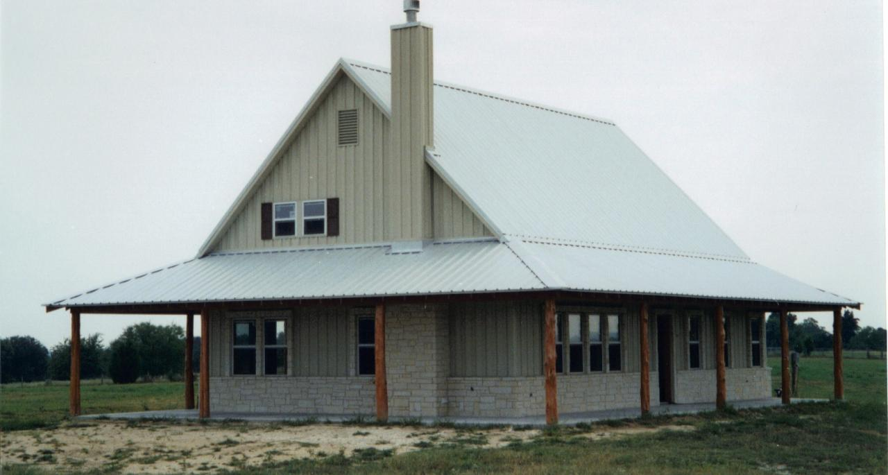 Simple practical metal building farmhouse w porch hq for Small metal barn homes