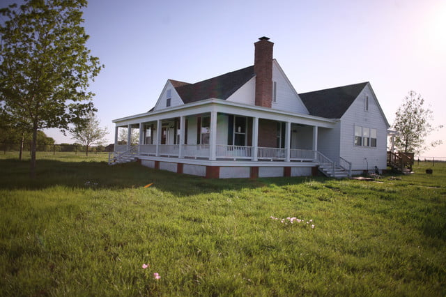 Rockin farmhouse w wrap around porch in texas 6 hq for Farmhouse building plans photos