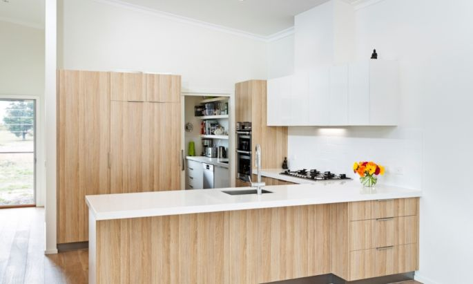 A very tidy kitchen with a refreshing look