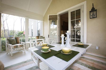 Boost your dining experience with this outer dining area