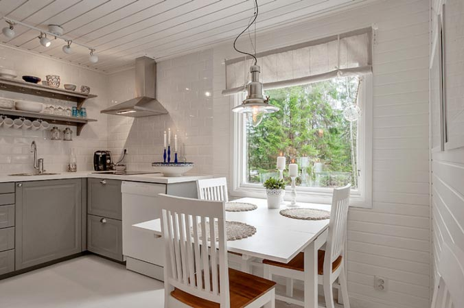 The dining space overlooks a large window to let light waft in with ease