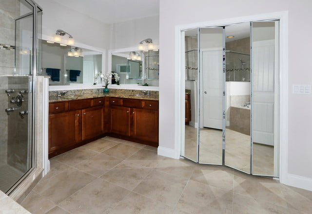 The kitchen area has its grandeur too.
