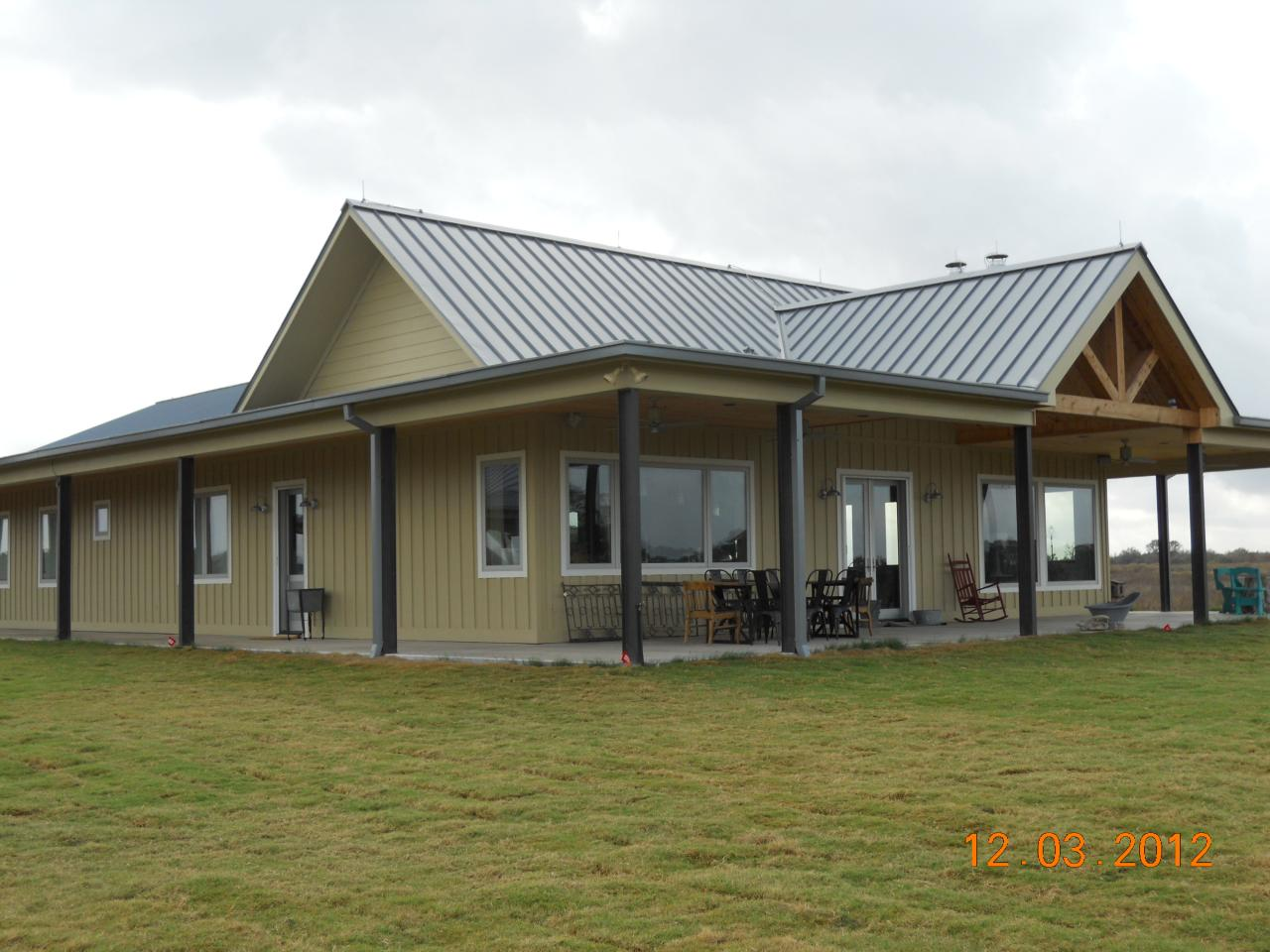 Clean simple design metal building home pictures for Steel building home designs