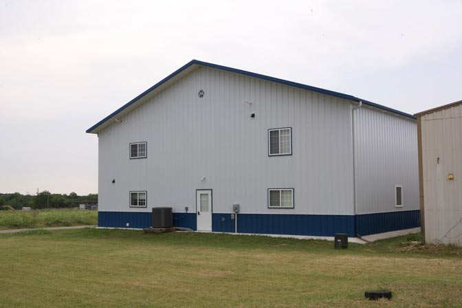 Metal building hangar w living quarters hq pictures Steel building with living quarters