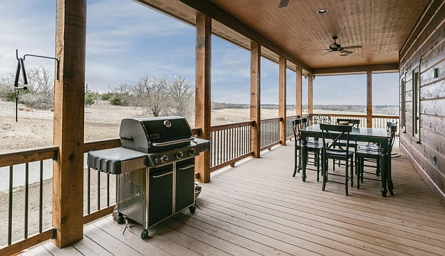 The wide porch is well suited for barbecues even when the weather is bad.