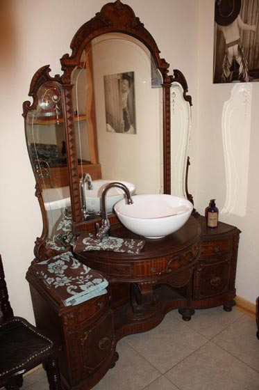 The bathroom's furnishings