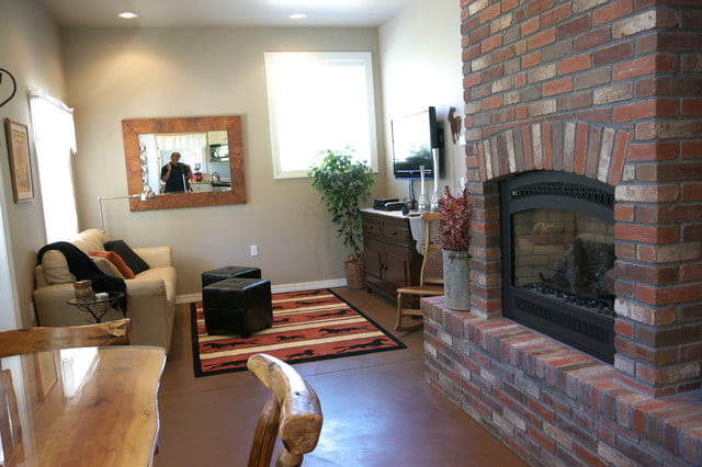 A dainty living room perfect for a samll family