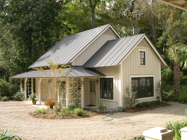 Lovely farmhouse w steel roof 6 pictures metal for Metal roof home plans