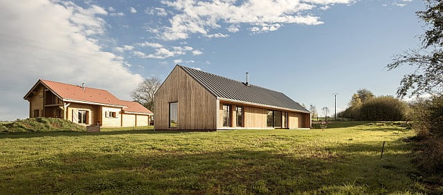 Intimate Rural House w/ Metal Roof For Peaceful People (HQ Pictures & Plans)